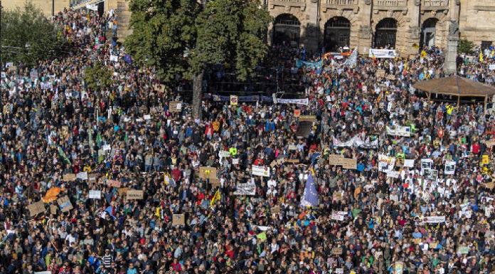 Εντυπωσιακές εικόνες από την μαζική παγκόσμια απεργία για το κλίμα