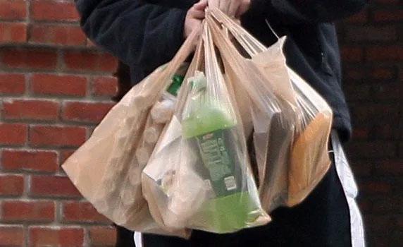 Το κόλπο των σούπερ μάρκετ με τις σακούλες και νέα μέτρα